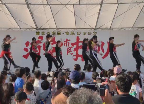 浦安市内で活動する自称アイドルグループの モーニングティーチャーズ
